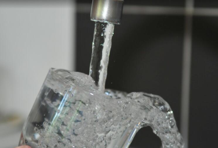 """饮用水少不了 检测仪器仪表""""视""""水质"""